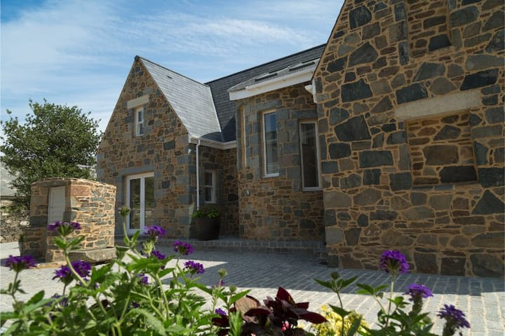 La Grange, Sark. Stunning family house