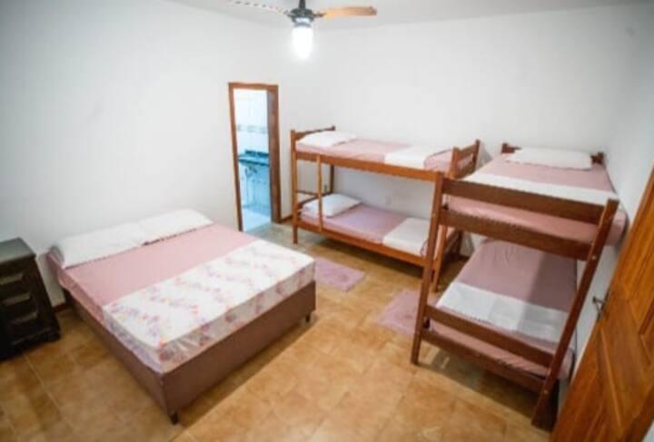 Floripa Surf Camp & Hostel - Quarto Família