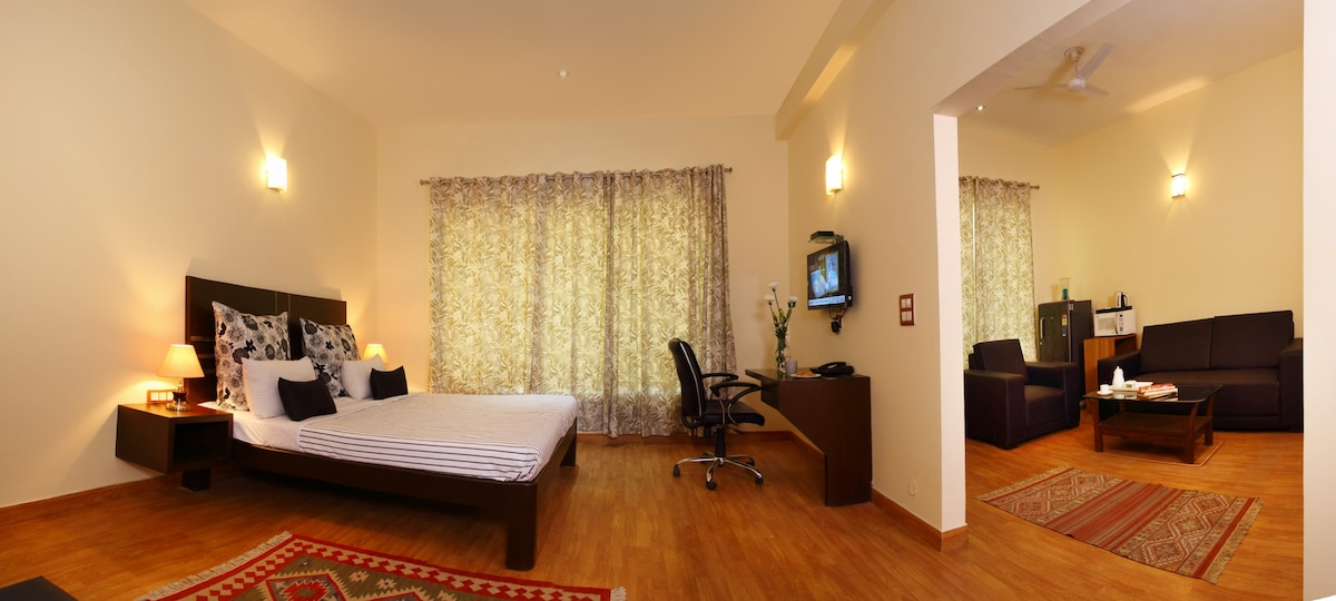 Executive Suite - Bedroom Executive Suite - Bedroom & Large Room + Living (500 sq ft) Golf Course Road - Serviced ...