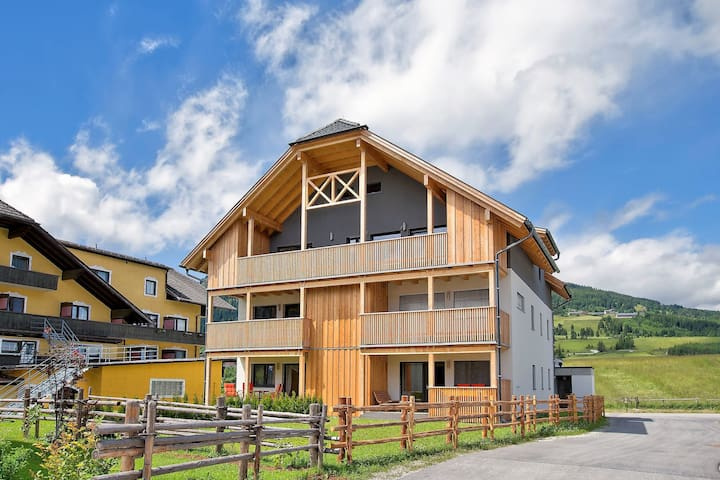 Spacious Chalet with Garden in Mauterndorf