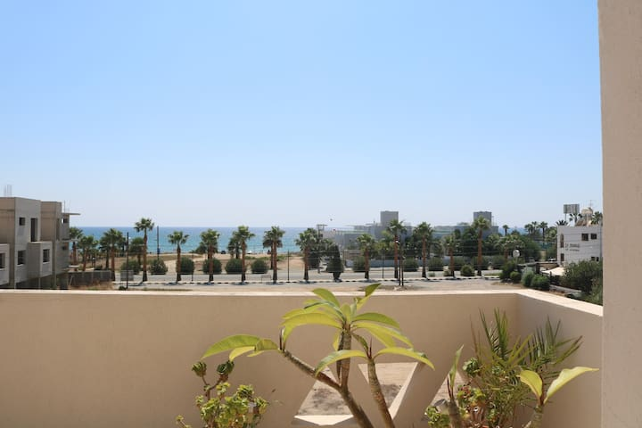 Sea view apartment 50m from a sandy beach