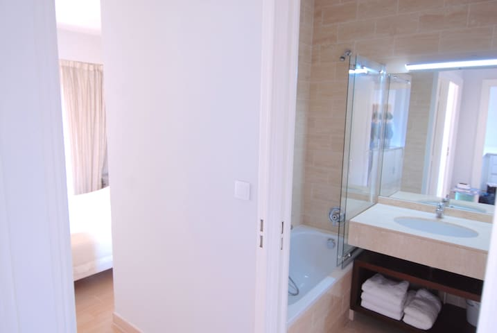 Bathroom & bedroom