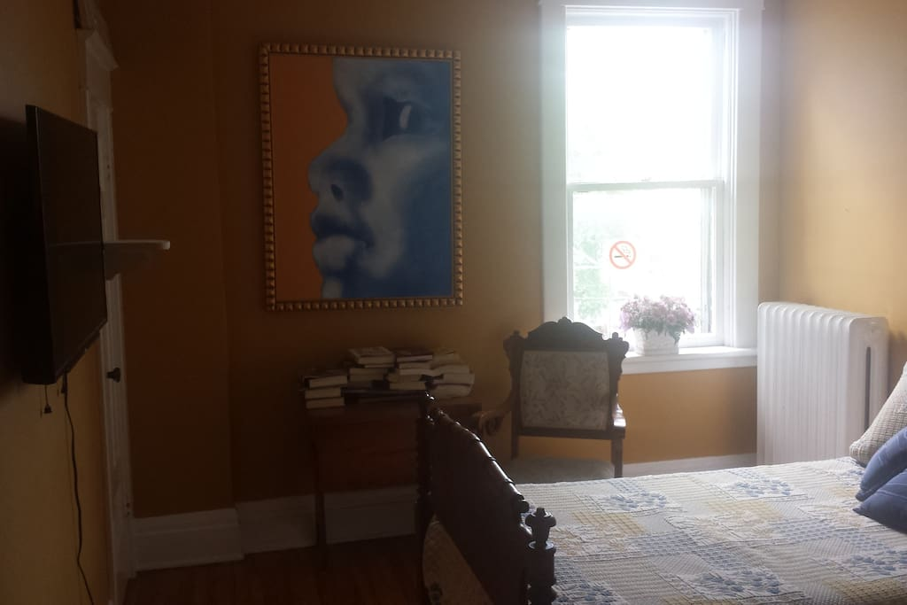 Another photo of the bedroom