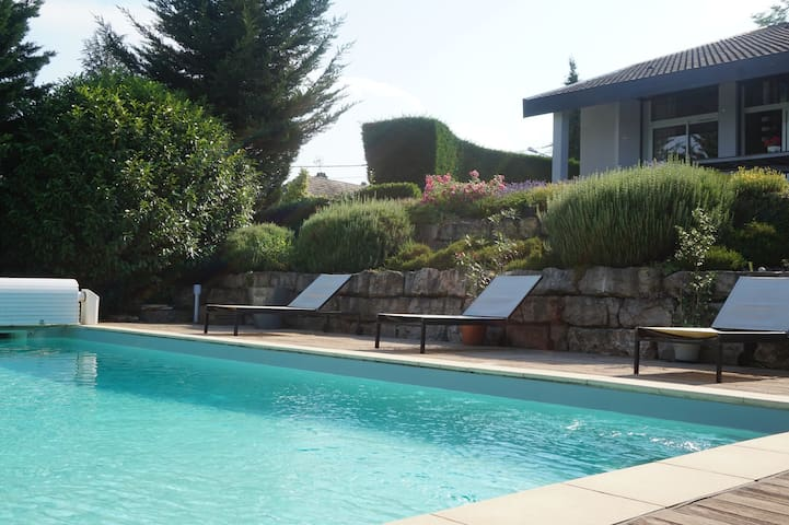 2 chambres privées, villa au calme, proche Lyon
