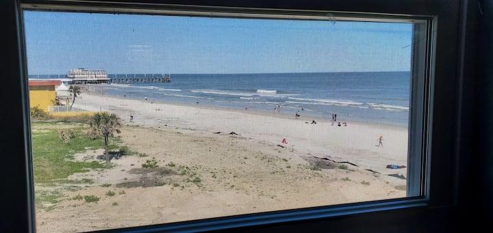 Mermaids Den ~ Queen condo oceanside view
