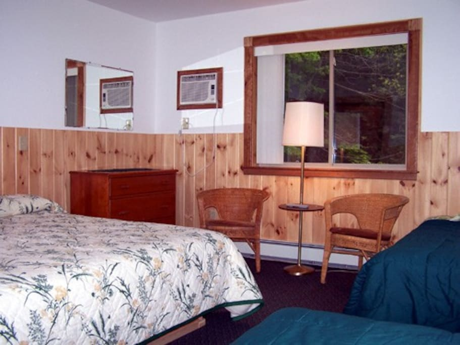 Bedroom with King bed and 2 twin beds