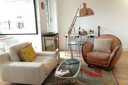 Modern spacious double bed flat in Bromley by Bow - Londres - Apartamento