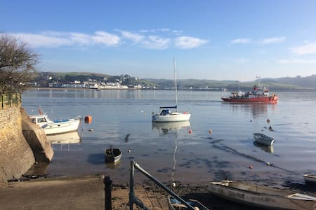 """""""Snookers Snug"""" - Appledore - with PARKING!"""
