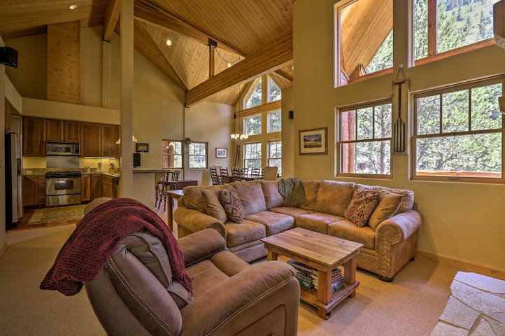 Cozy Alpine Meadows Townhome on the Truckee River!