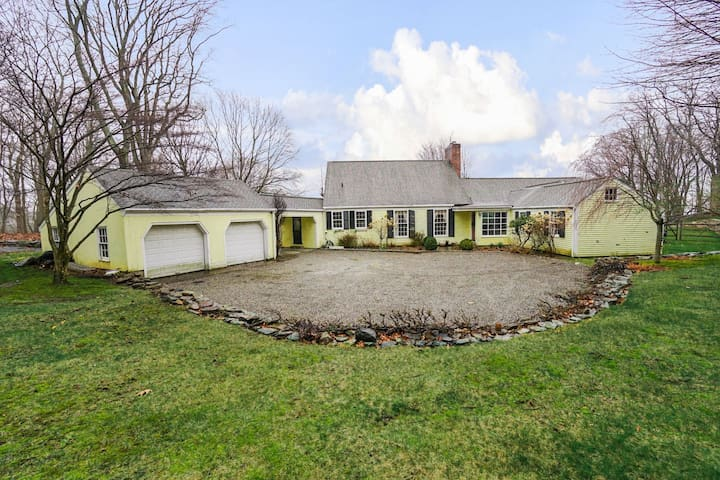 Large Home in desirable Manhattan suburb,  direct train from Grand Central and easy Uber access, optional heated Pool, Hot Tub, multiple fireplaces, on 4 Acres of meadows and trees