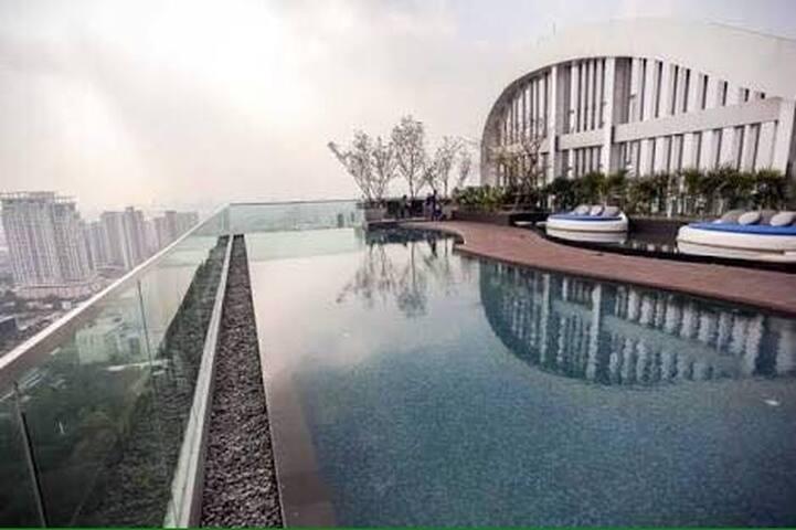 Roof top pool,1 mins bts, free wifi - Bangkok - Condominium