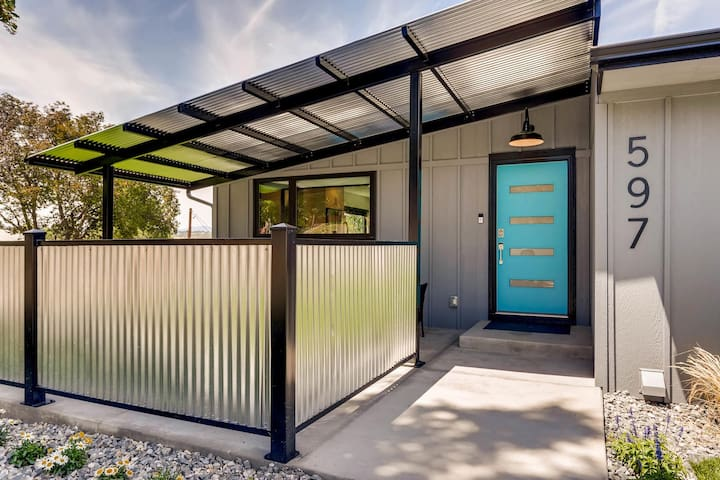 Ultra-Modern Luxury with Work Space & 2beds/2baths