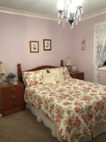 Rose Room double bed with linen