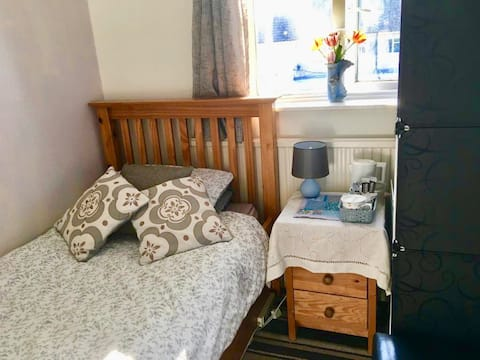 Small Single with Breakfast in Donnington Oxford