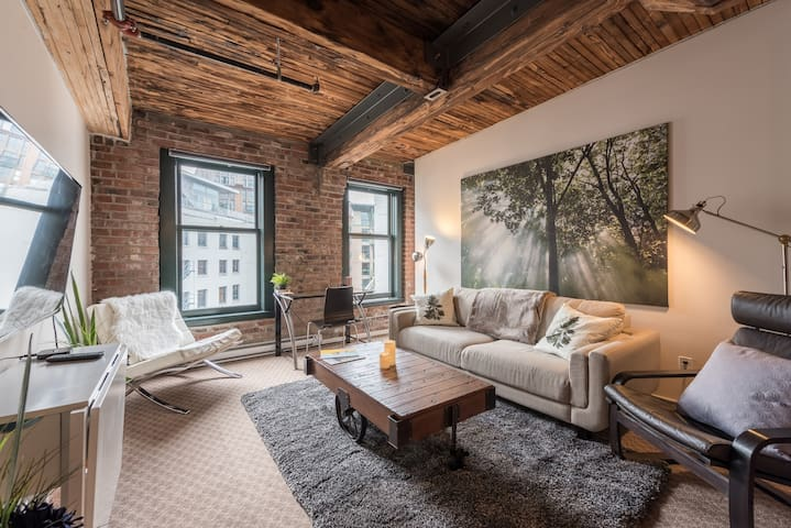 Trendy Gastown Loft w/ AC (Downtown Vancouver)