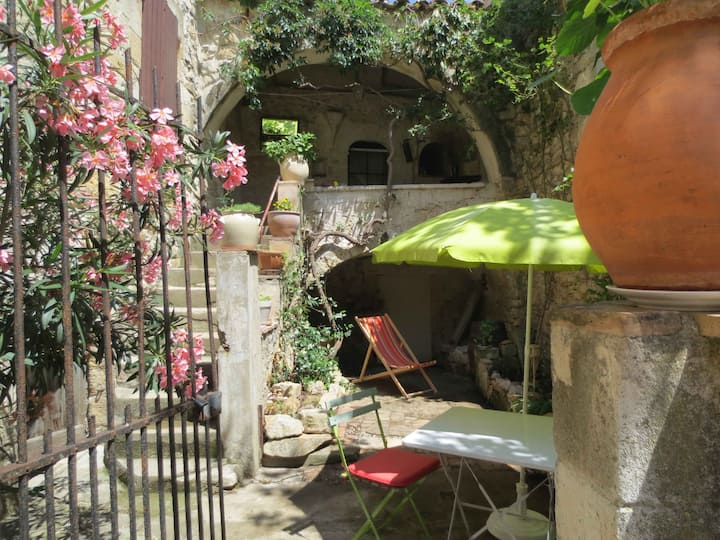 Enjoy the charms of Provence in an artist's home