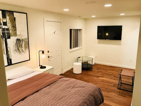 Entire Guest Suite Minutes from Woodinville Wine