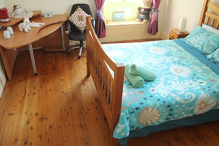1. Large Queen Room Epping, Sydney 20 min by Train - Epping - Casa