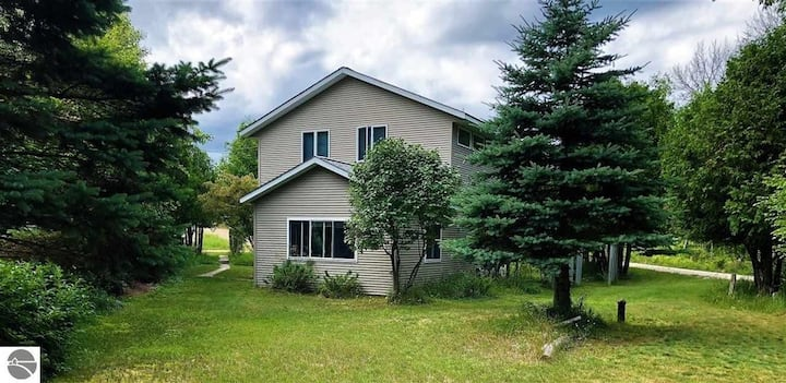 Classic Lake Michigan Summer Cottage