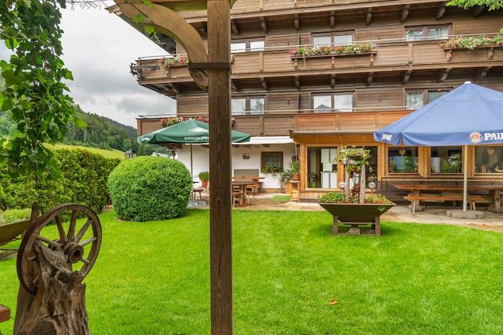 Ansprechende Wohnung in Söll mit Garten