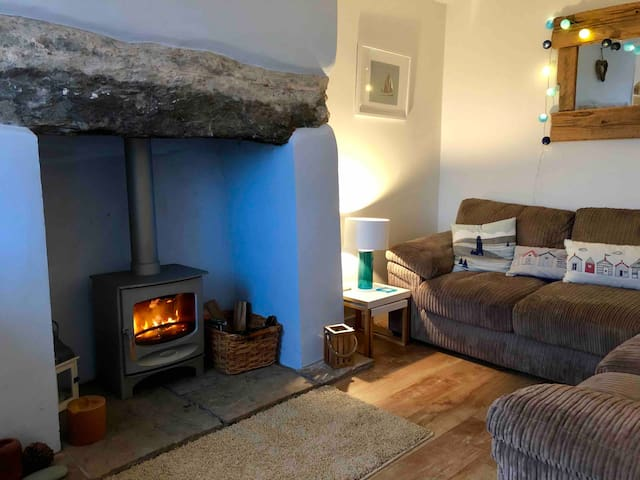 Cosy, luxury 3 bed cottage v near beach, with view