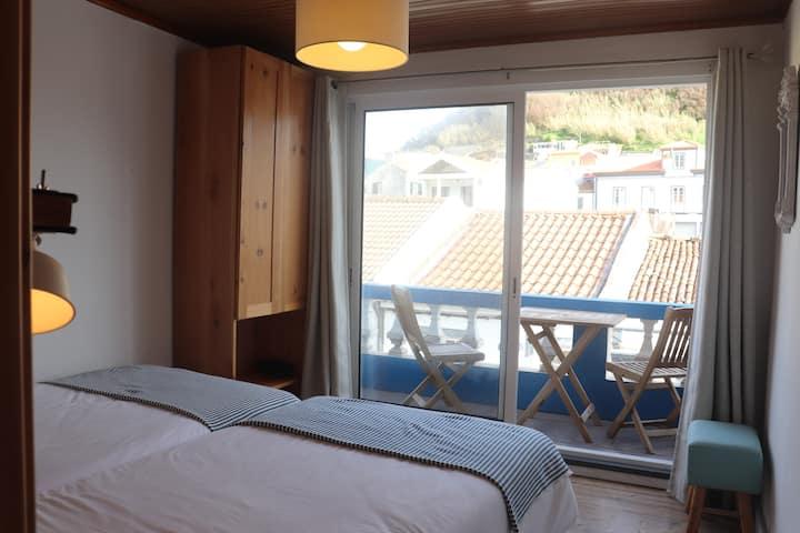 Porto Pim Guest House - Twin w/ balcony