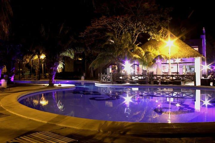 Habitación en depto. compartido-Condominio privado - Santa Cruz de la Sierra - Apartemen