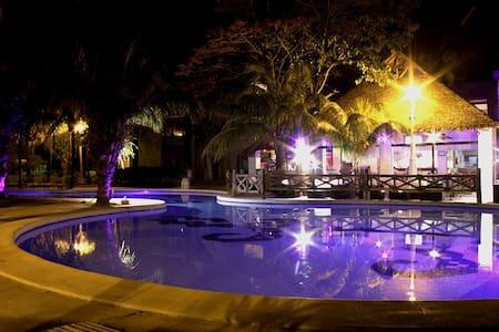 Habitación en depto. compartido-Condominio privado - Santa Cruz de la Sierra - Appartement
