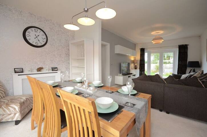 Woodlea House-3 Bed- Free Parking