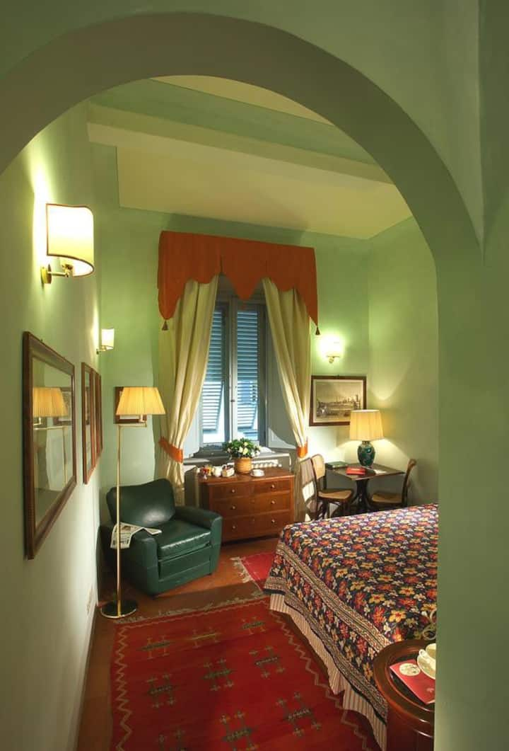 Charming Room in Boutique Hotel in Florence