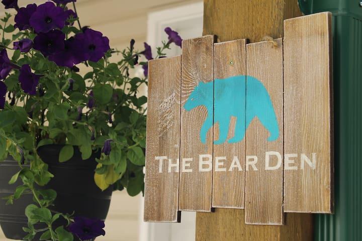 The Bear Den Tappen BC. Sleeps 8. 3 mth term avail
