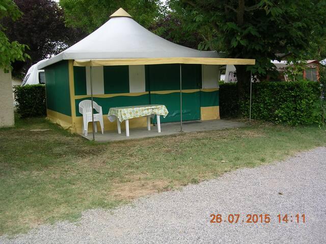 bungalow toilé dans camping avec piscine