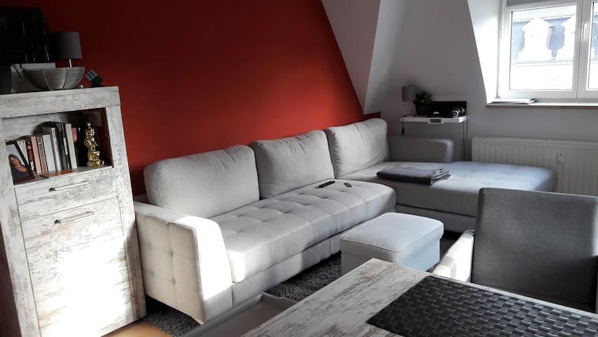 Große Couch mit Recamiere