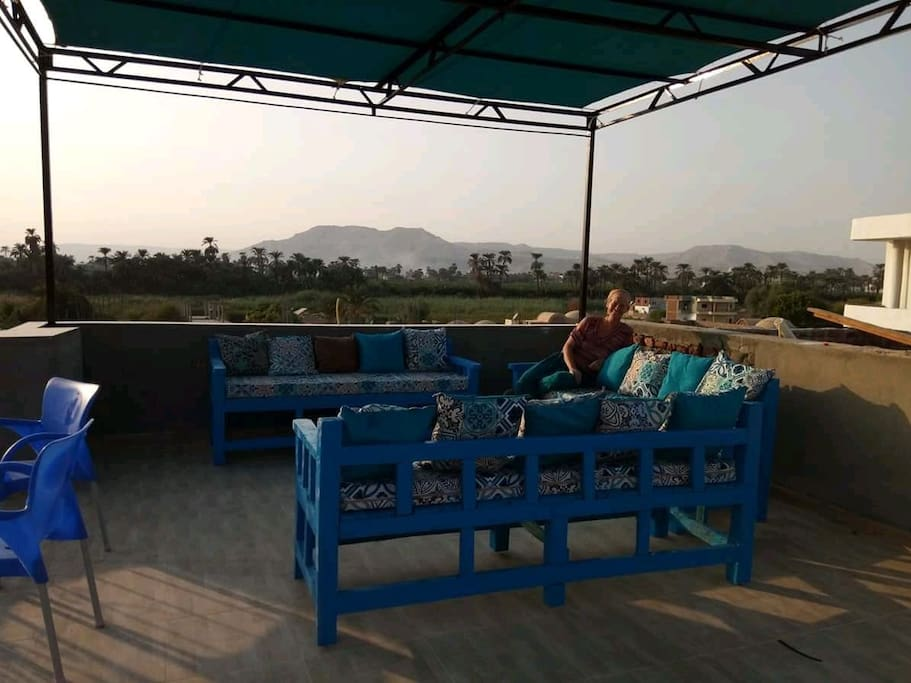 Roof terrace for all guests to enjoy beuatiful views to mountains and Nile