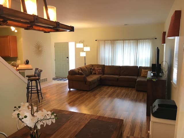 2 bedroom condo 12 minutes from U of M/downtown - Ann Arbor - Appartement en résidence