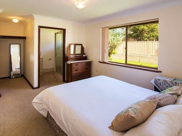 Bedroom 1 (queen bed with private ensuite)
