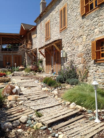 Çabuk's Stone House 1 - Mordoğan - House