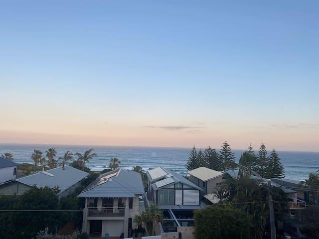Beachside Retreat - Breathtaking View of Curl Curl