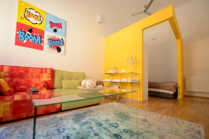 Stylish private room in Kiraly utca (district 6.)