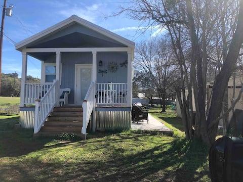 Tiny House for TWO- 399 Sq Ft- Lake Buchanan