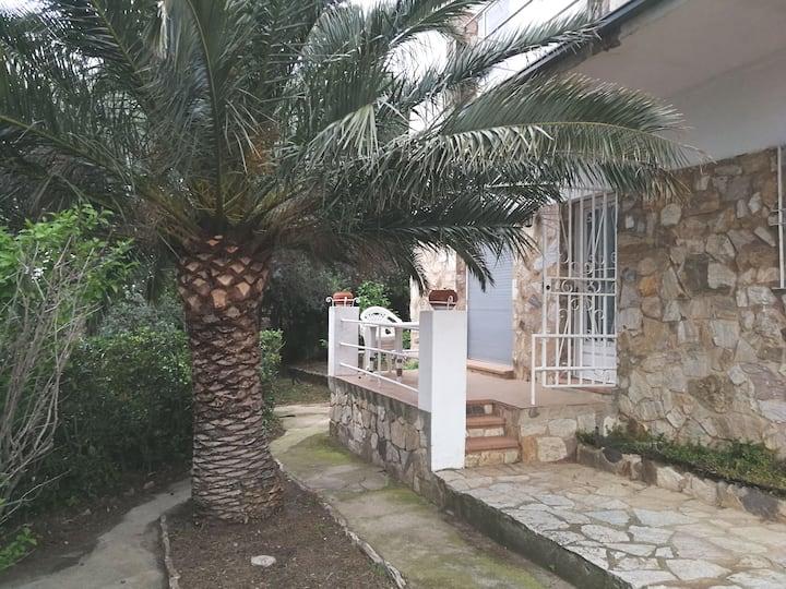 Apartment with garden, ground floor near beach