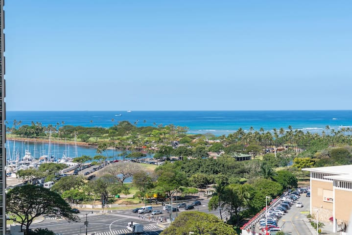 Hotel Type Best Price Ocean View Ala Moana! (AH11)