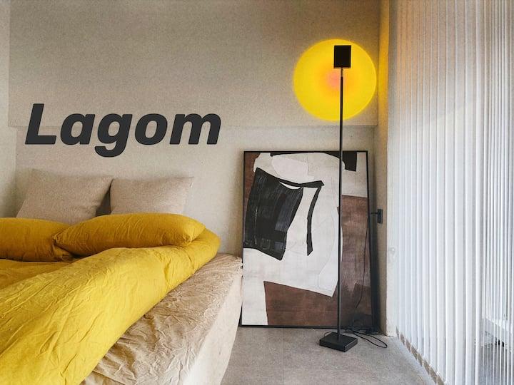 lagom 投影双床双卧4人,火车南站,地铁1号线直达,三坊七巷直达,机场大巴直达,近会展中心,马尾