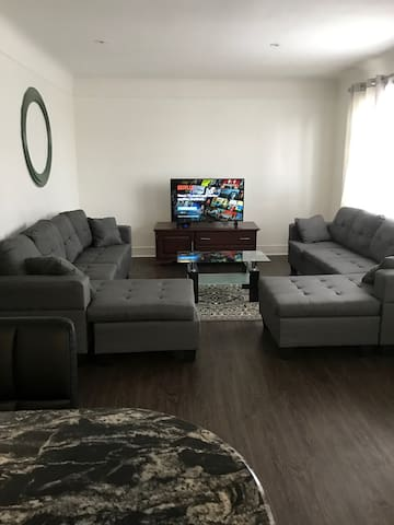 Newly Renovated Bungalow, 6 minutes to The Falls