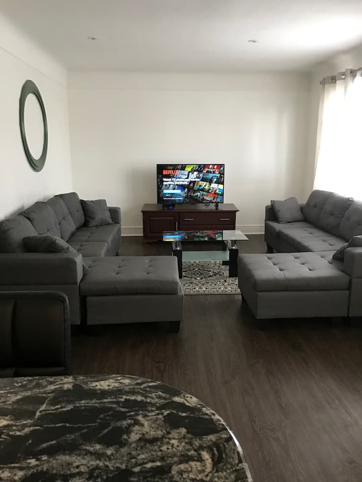 New Renovated Bungalow 6 minute Drive to The Falls