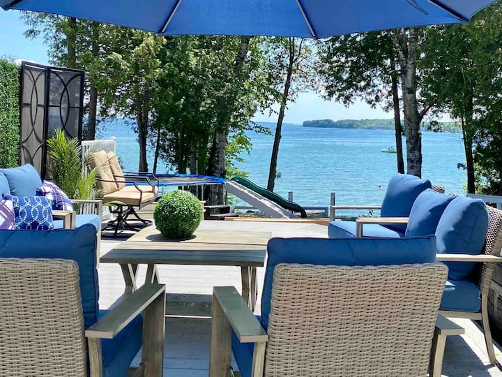 Lakefront cottage, hot tub & sauna spa