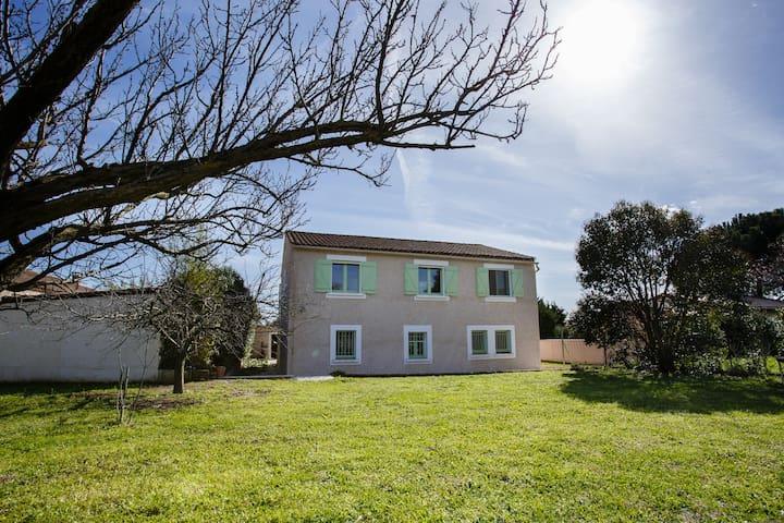 Large Airy Villa on the Edge of Pretty Village. - Saint-Génies-de-Fontedit - Huis