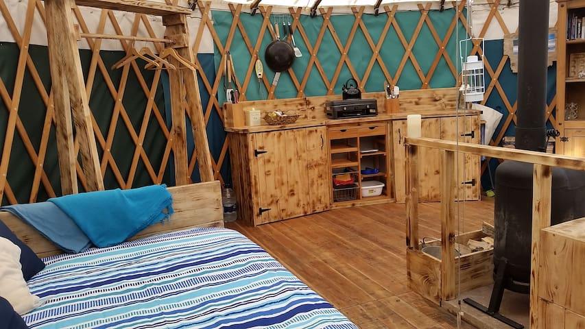 Traeth, Rustic Yurt for Two near Beach