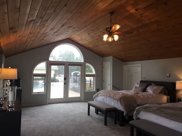 2 Bed Suite with Vaulted Ceiling
