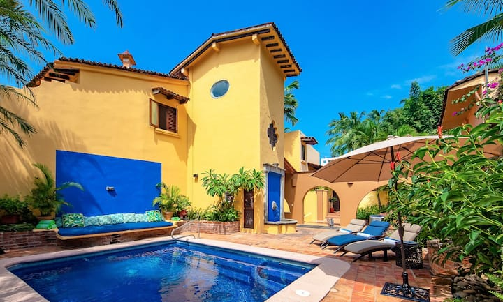 TRADITIONAL MEXICAN VILLA WITHinfusion of Moroccan